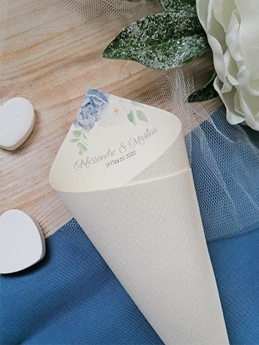 OLTREMARE - Cono porta riso con nomi sposi. In carta canvas avorio. Altezza 21 cm.